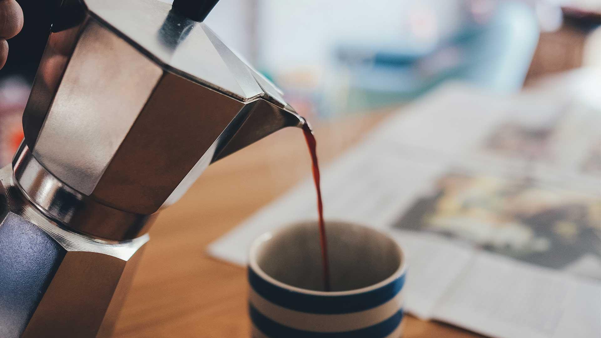 Cómo hacer café en una cafetera